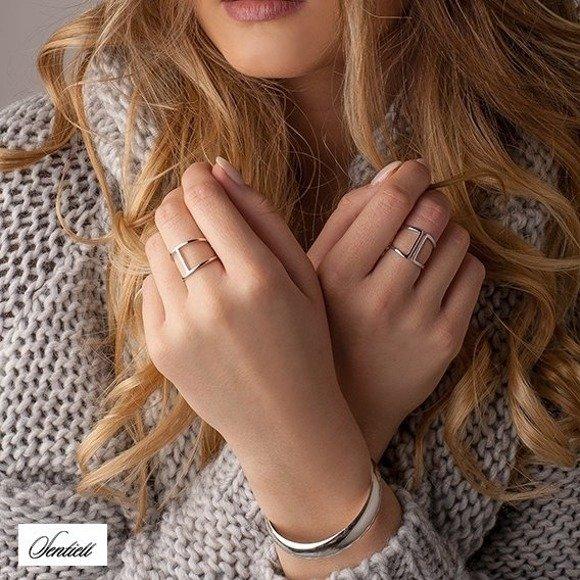 Srebrny otwarty rodowany pierścionek pr.925